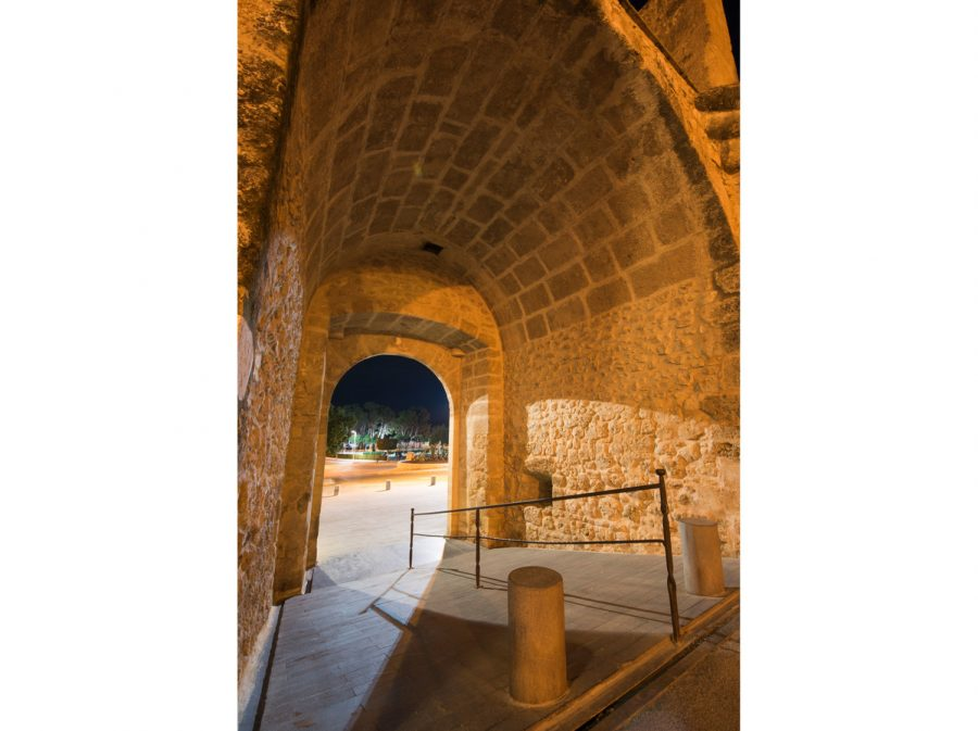 Portal Llíria nocturno 1